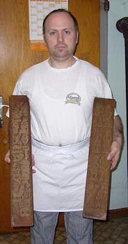 René Wardenbach holding molds